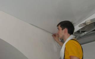 Стык между обоями и потолком