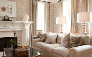 Шторы к бежевым обоям и коричневой мебели