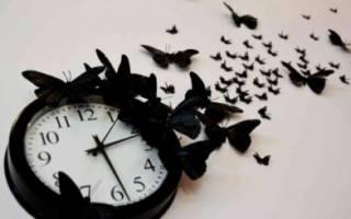Часы на кирпичной стене