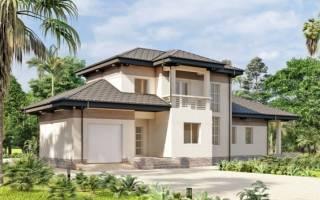 Двухэтажный дом из красного кирпича
