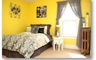 Какие шторы подходят к желтым обоям