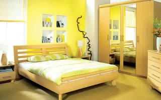 Какие шторы подойдут к желтым обоям
