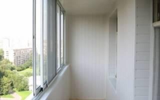 Обшивка балкона сайдингом внутри