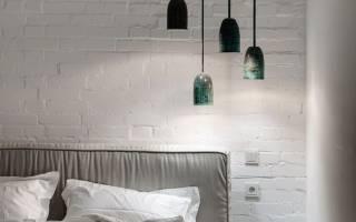 Белые кирпичики на стене