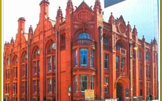 Здание из красного кирпича