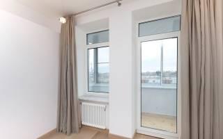 Стеклянная дверь на балкон