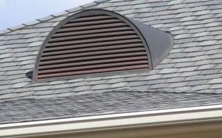 Слуховое окно с жалюзийной решеткой